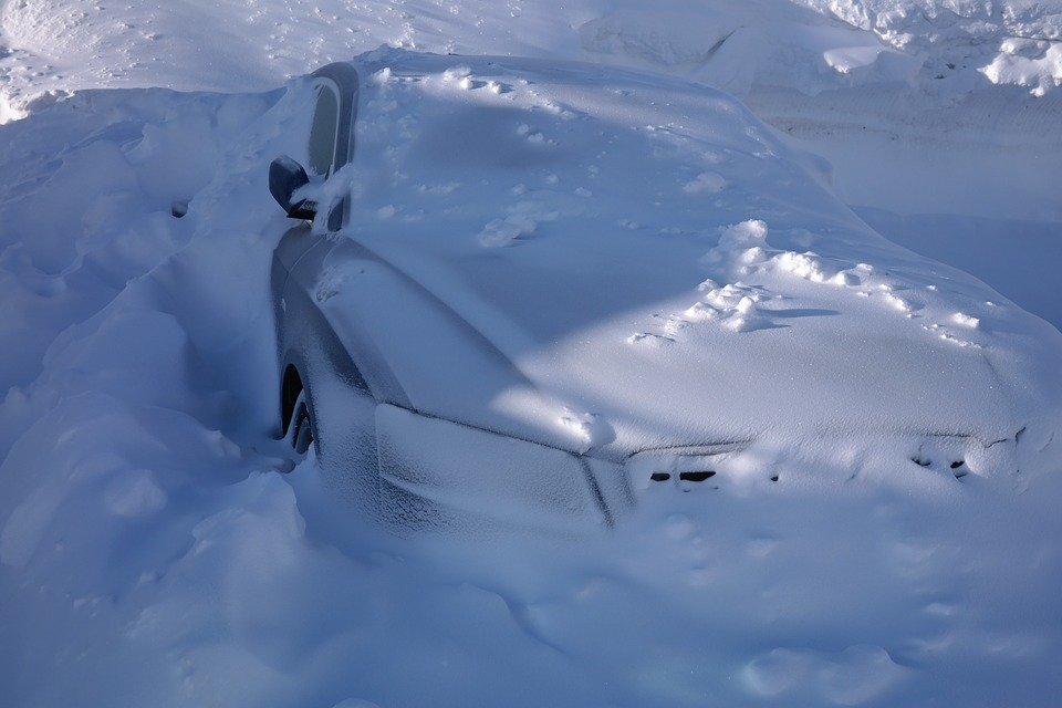 Winter Car Emergency Kit – 11 Things You Need To Own